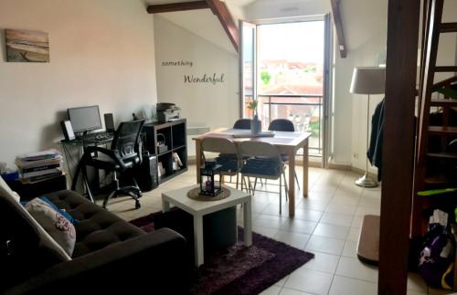 Location - Duplex 2 pièces - 45,37 m2 - Voisins le Bretonneux - Séjour - Photo
