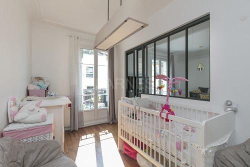 Revenda - Apartamento 3 assoalhadas - 55 m2 - Levallois Perret - Photo
