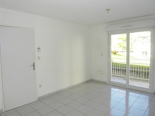 Rental apartment Cognac 374€ CC - Picture 1