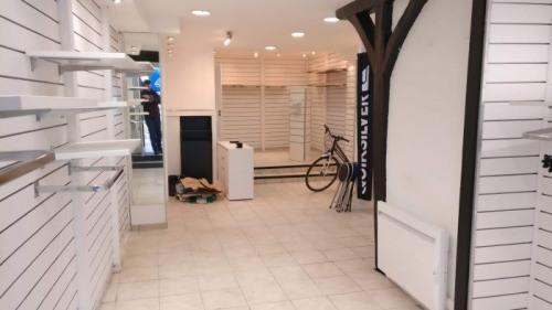Rental - Shop - 38 m2 - Bourges - Photo