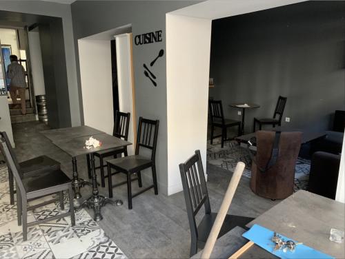 Rental - Shop 2 rooms - 75 m2 - Versailles - Photo