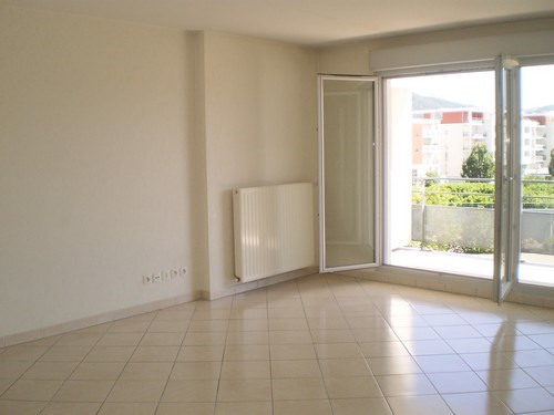 Location appartement Saint martin d heres 840€ CC - Photo 2