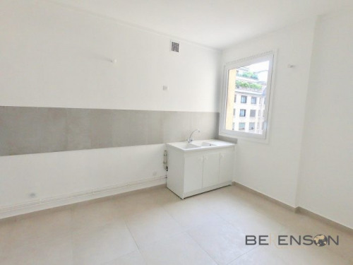 Location - Appartement 3 pièces - 134 m2 - Paris 16ème - Photo