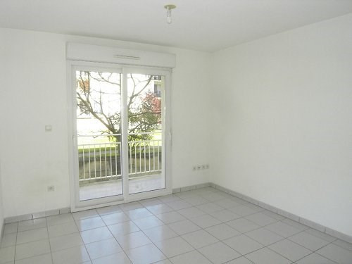 Rental apartment Cognac 374€ CC - Picture 2