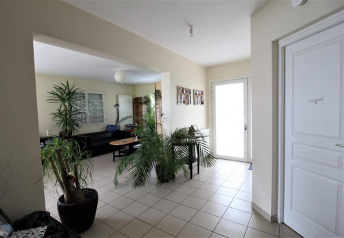Rental - Contemporary house 7 rooms - 195 m2 - Le Mesnil Esnard - Photo