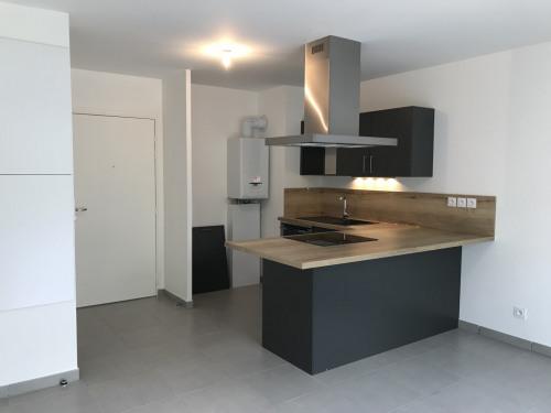 Location - Appartement 2 pièces - 42,5 m2 - Ecully - CUISINE / SEJOUR - Photo