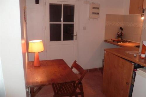 Tijdelijk verhuren  - Appartement 2 Vertrekken - 33 m2 - Grosrouvre - Cuisine - Photo