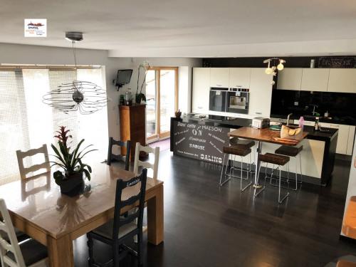 Vente - Maison / Villa 8 pièces - 250 m2 - Madonne et Lamerey - Photo