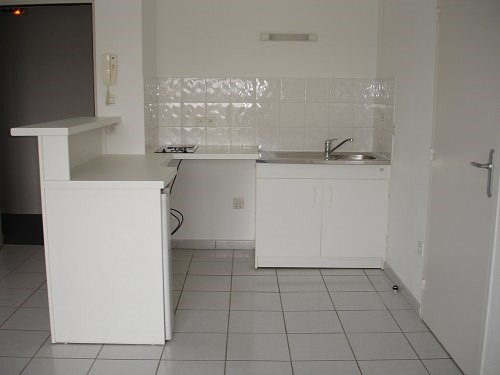 Rental apartment Cognac 392€ CC - Picture 2