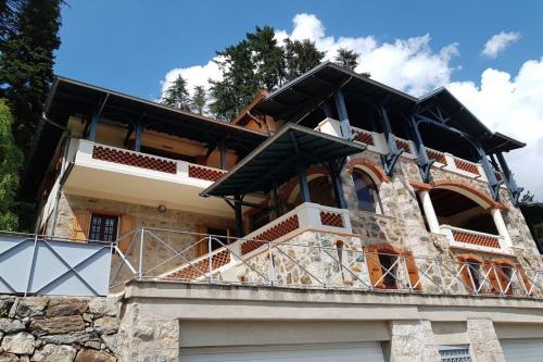 Vente - Villa 8 pièces - 535 m2 - Saint Martin Vésubie - Photo