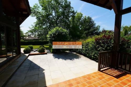 Deluxe sale - Villa 5 rooms - 164 m2 - Cessy - Photo