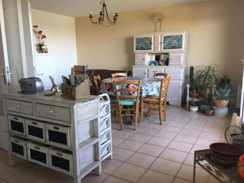 Sale   Apartment 3 Rooms   71 M2   Brindas   Photo