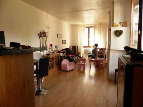 Produit d'investissement - Immeuble - 185 m2 - Saint Genis Laval - T3 DUPLEX T3 1er étage - Photo