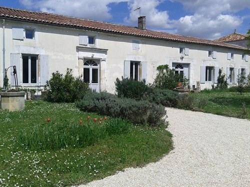 Sale house / villa Entre cognac et matha 402800€ - Picture 1