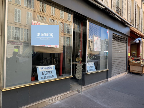 Rental - Shop 2 rooms - 75 m2 - Versailles - Façade - Photo