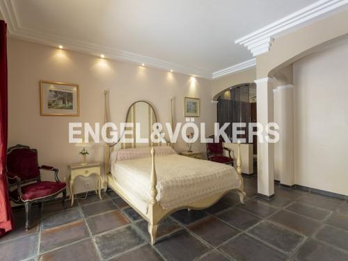 Vente - Maison d'architecte 6 pièces - 300 m2 - Fréjus - Photo