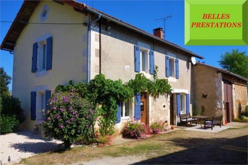 Vente - Maison / Villa 5 pièces - 137 m2 - La Rochefoucauld - Photo