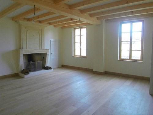 Location maison / villa Entre cognac et burie 917€ CC - Photo 2