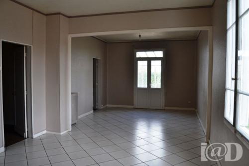 Produit d'investissement - Villa 5 pièces - 156 m2 - Coutras - Photo