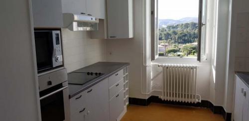 Location - Appartement 3 pièces - 72 m2 - Cassis - Photo