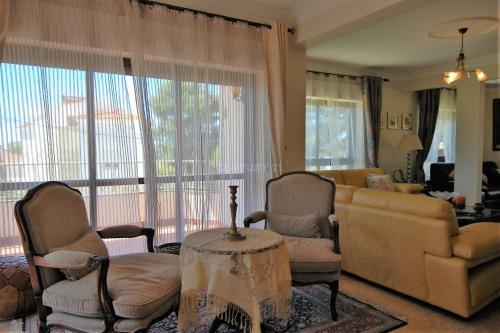 Rental - Villa 6 rooms - 320 m2 - Cascais - Photo