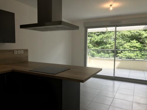 Location - Appartement 2 pièces - 42,5 m2 - Ecully - CUISINE/SEJOUR - Photo