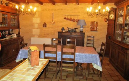 Vente - Maison ancienne 10 pièces - 275 m2 - Montpon Ménestérol - Photo