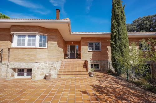 Venta  - villa 5 habitaciones - 350 m2 - El Escorial - Photo