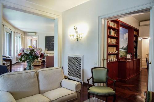 Revenda - vivenda de luxo 10 assoalhadas - 615 m2 - Milão - Photo