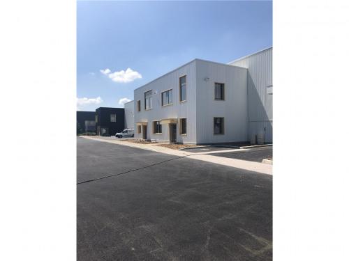 Verhuren  - Bedrijfsruimte - 7940 m2 - Saint Priest - Photo