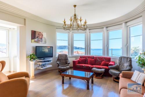 Deluxe sale - Villa 8 rooms - 263 m2 - Hendaye - Photo