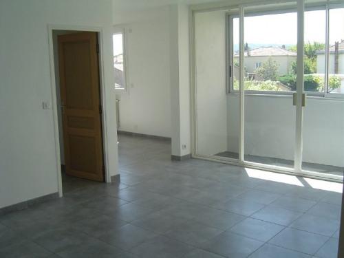 Location - Appartement 4 pièces - 81 m2 - Bagnols sur Cèze - Photo