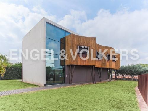Venta  - propiedad 4 habitaciones - 535 m2 - Alcira - Photo