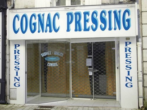 Location local commercial Cognac 400€ CC - Photo 1
