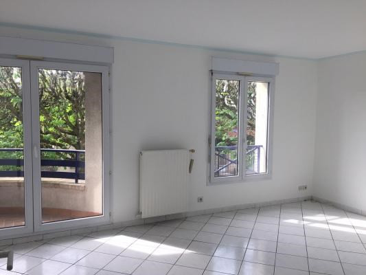Rental apartment Le raincy 830€ CC - Picture 2