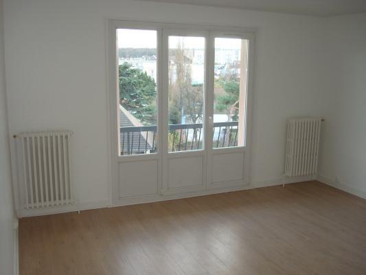 Rental apartment Livry-gargan 890€ CC - Picture 2