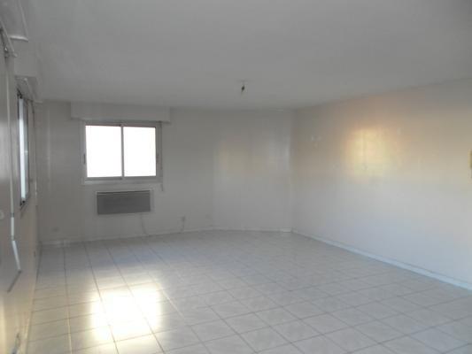 Rental apartment Les pavillons-sous-bois 750€ CC - Picture 2