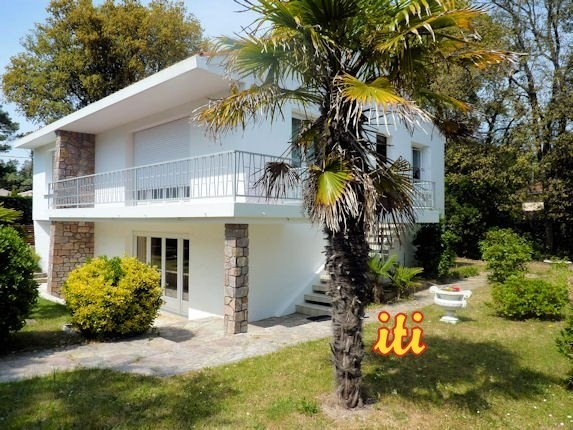 Deluxe sale house / villa Chateau d olonne 598700€ - Picture 1