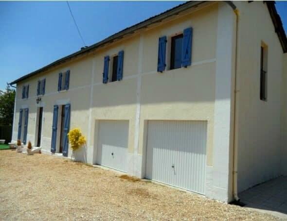 Sale house / villa Sousmoulins 275600€ - Picture 1
