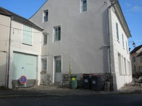 Rental apartment Chamarande 560€ CC - Picture 1