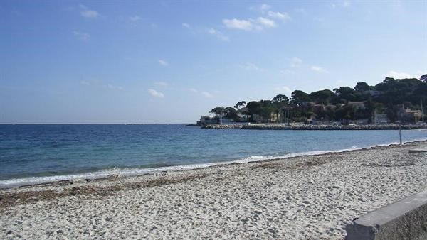 Vacation rental apartment Antibes  - Picture 1
