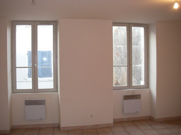 Rental apartment Ambronay 385€ CC - Picture 2