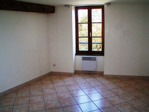 Location appartement Cremieu 605€ CC - Photo 4
