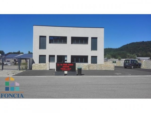 Location Local commercial Saint-Savin 0