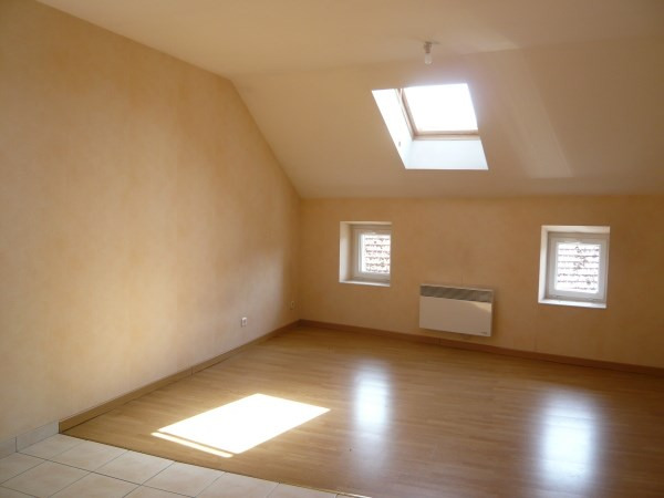 Location appartement Courtenay 399€ CC - Photo 2
