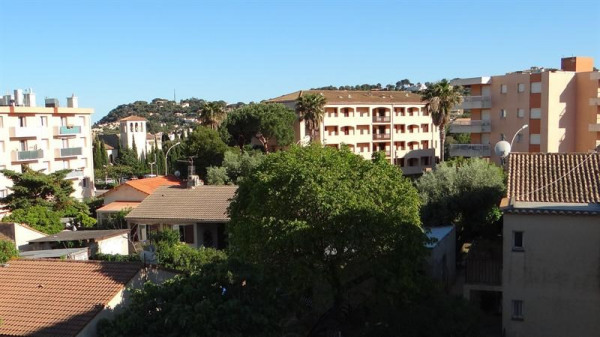 Appartement T2,3 ème avec terrasse et parking
