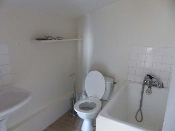 Location appartement Bourgoin jallieu 330€ CC - Photo 4