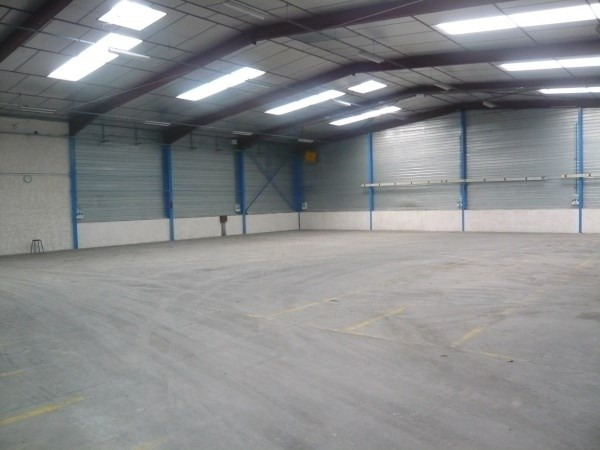 Location local commercial Hieres sur amby 2100€ CC - Photo 3