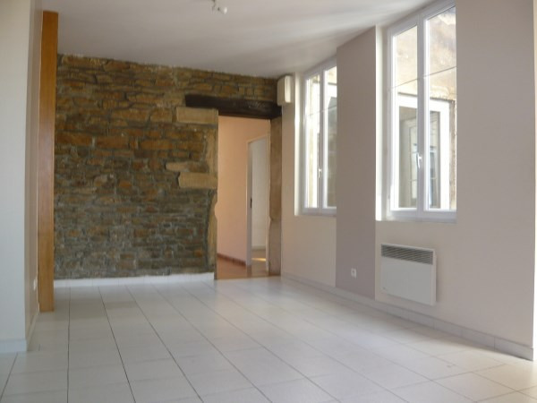 Rental apartment Cremieu 592€ CC - Picture 2