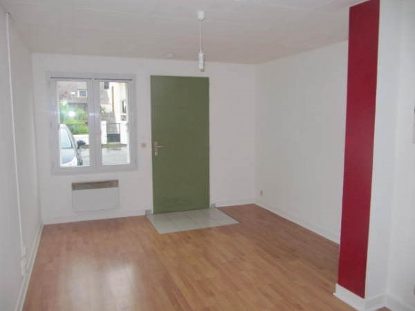 Rental apartment Janville sur juine 550€ CC - Picture 1